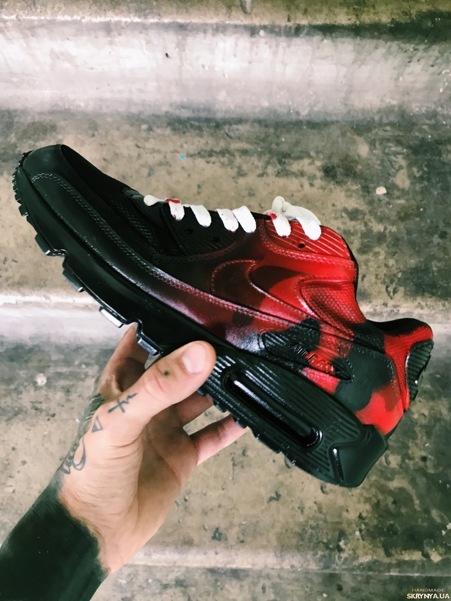 "тут зображено Custom Nike Air Max 90 ""Serial Killer"""